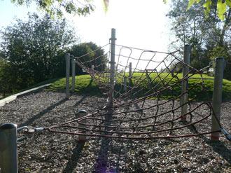 Auf dem Schulberg sind ein Spinnennetz…